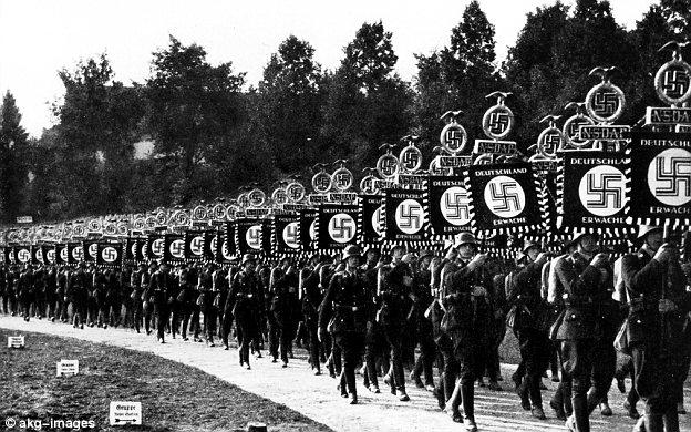 1933-ss-procession.jpg