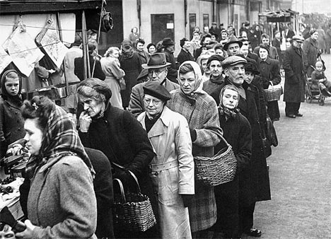 1947 queing for food